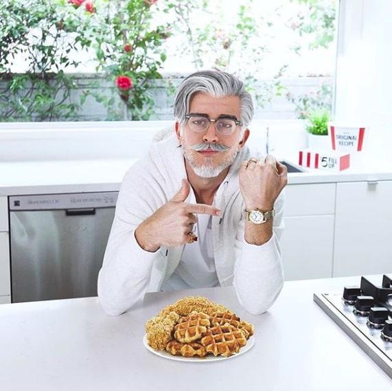 nfluenciadores virtuais - Colonel Sanders, do KFC, na cozinha
