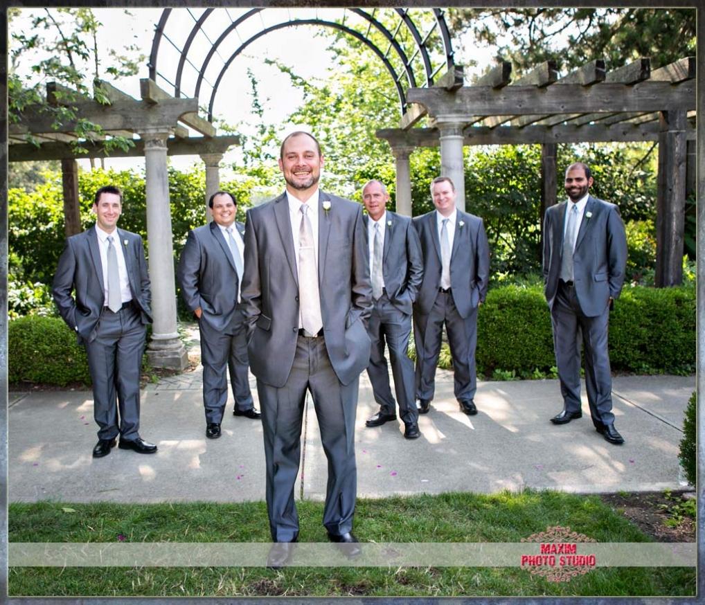 Maxim Photo Studio captured the wedding photo at Ault Park in cincinnati