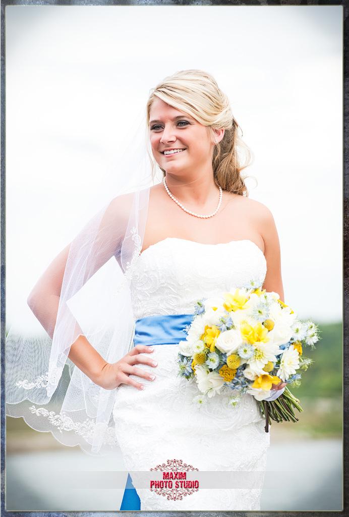 Maxim Photo Studio photographed the wedding at Lake Lyndsay Lodge