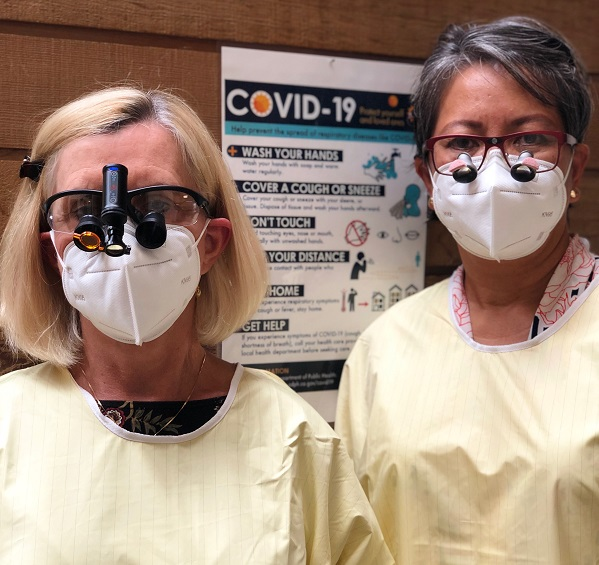 picture of dr banta and dr mckay wearing face masks