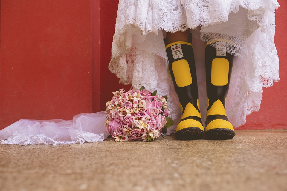 summer wedding must-haves