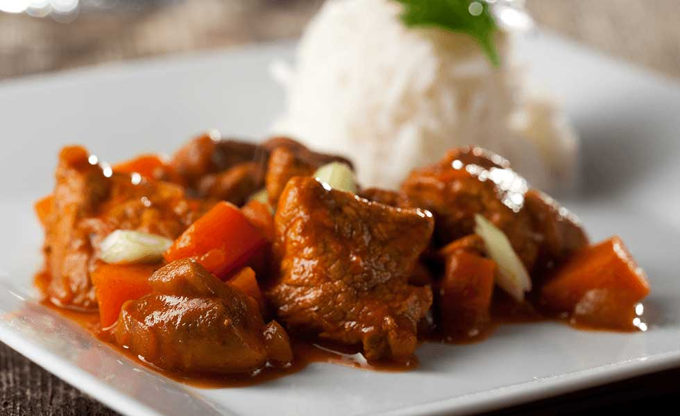 Meat cooked with vegetables including tomato curry