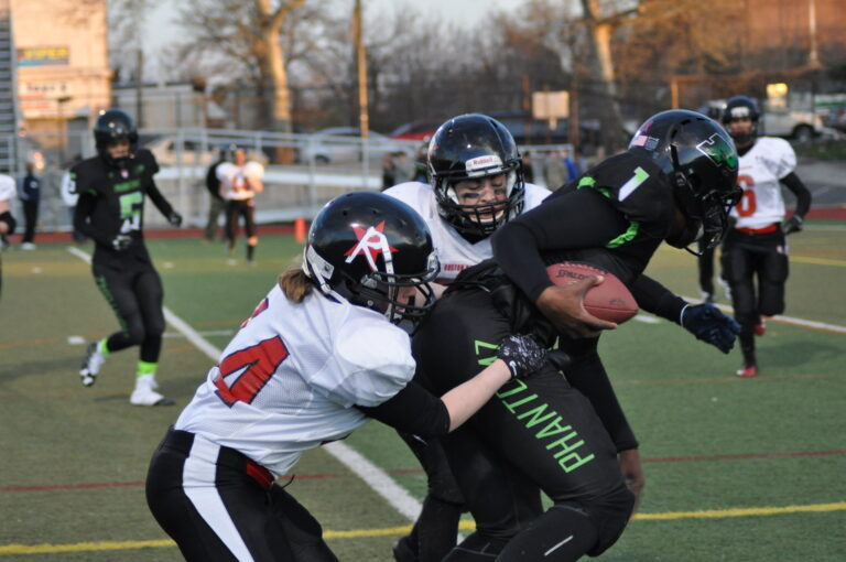 Boston Renegades linebackers make a tackle against the Philly Phantomz