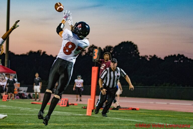 Emily Beinecke catches the winning touchdown for the Boston Renegades in the WFA conference final against the D.C. Divas