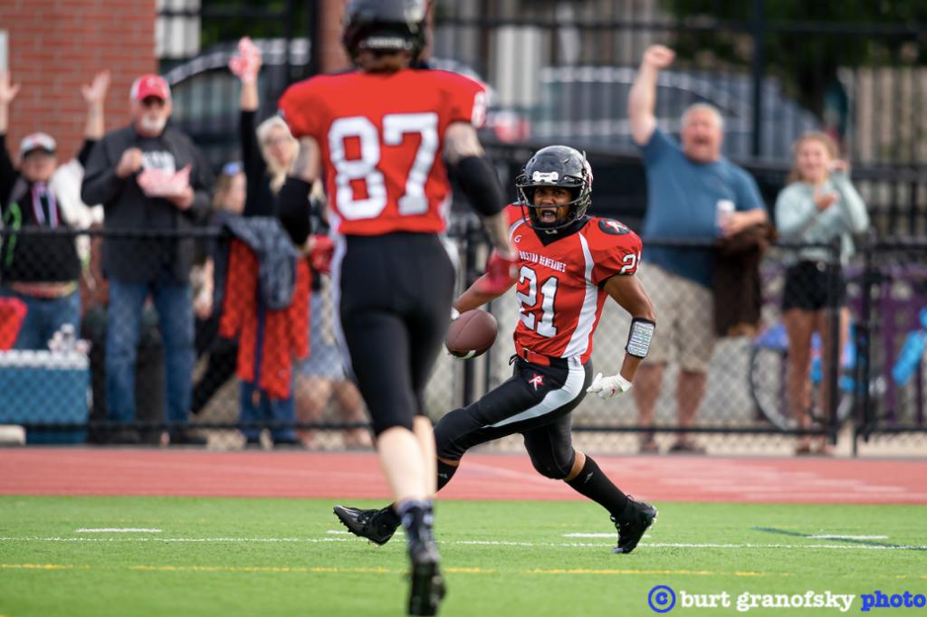 Chante Bonds of the Boston Renegades scores a touchdown