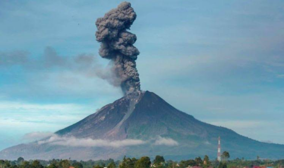 500 people flee following volcano eruption in Indonesia
