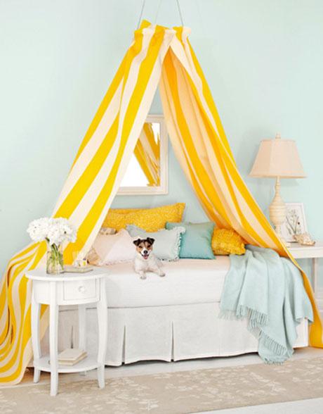 Dosel con colores llamativos para la cama
