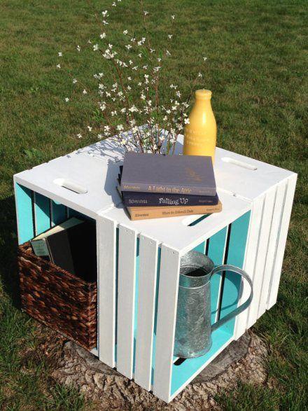 Una mesa para el jardín muy decorada