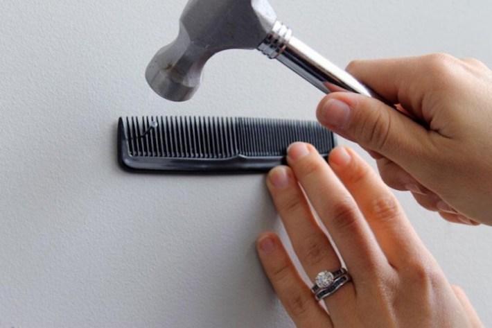 Evita lastimar tus manos utilizando un peine para el cabello