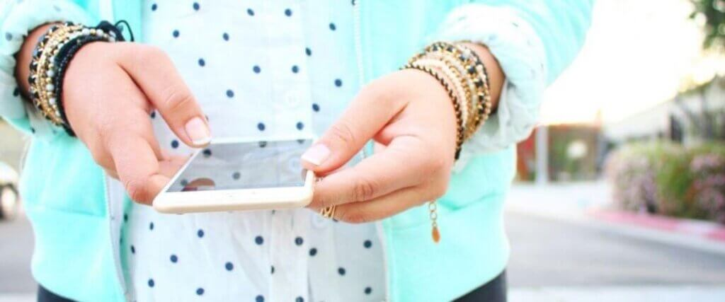 Sarah Luna holding iphone