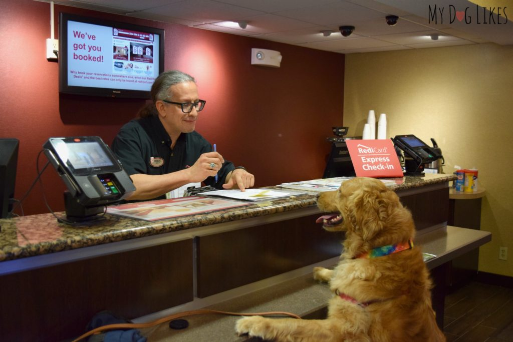 Charlie from MyDogLikes checking in at the Red Roof - Where pets stay free!