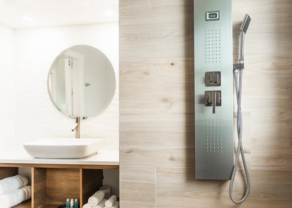 Deluxe-Shower-Bath
