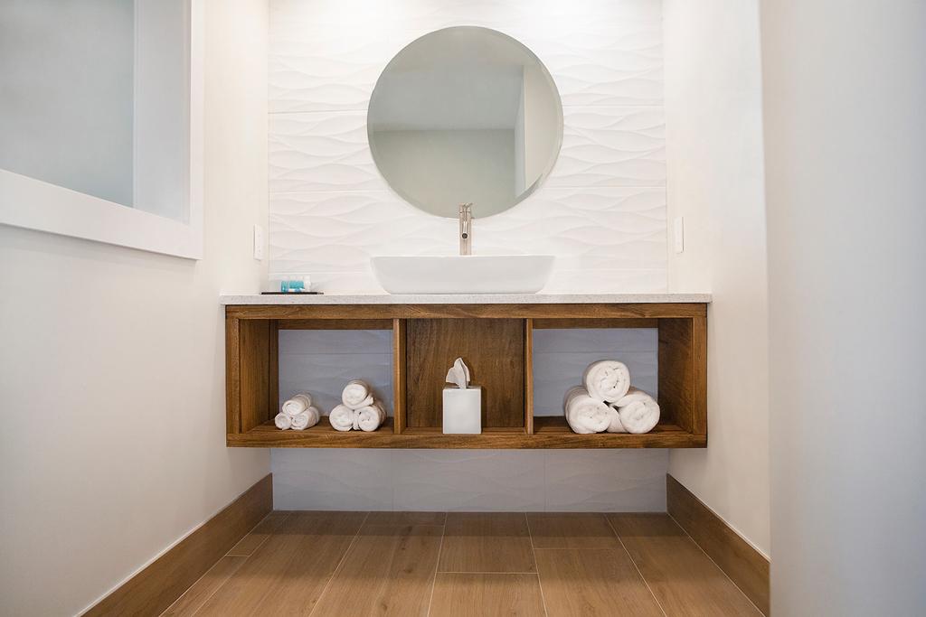 Deluxe-Suite-Bath-Sink