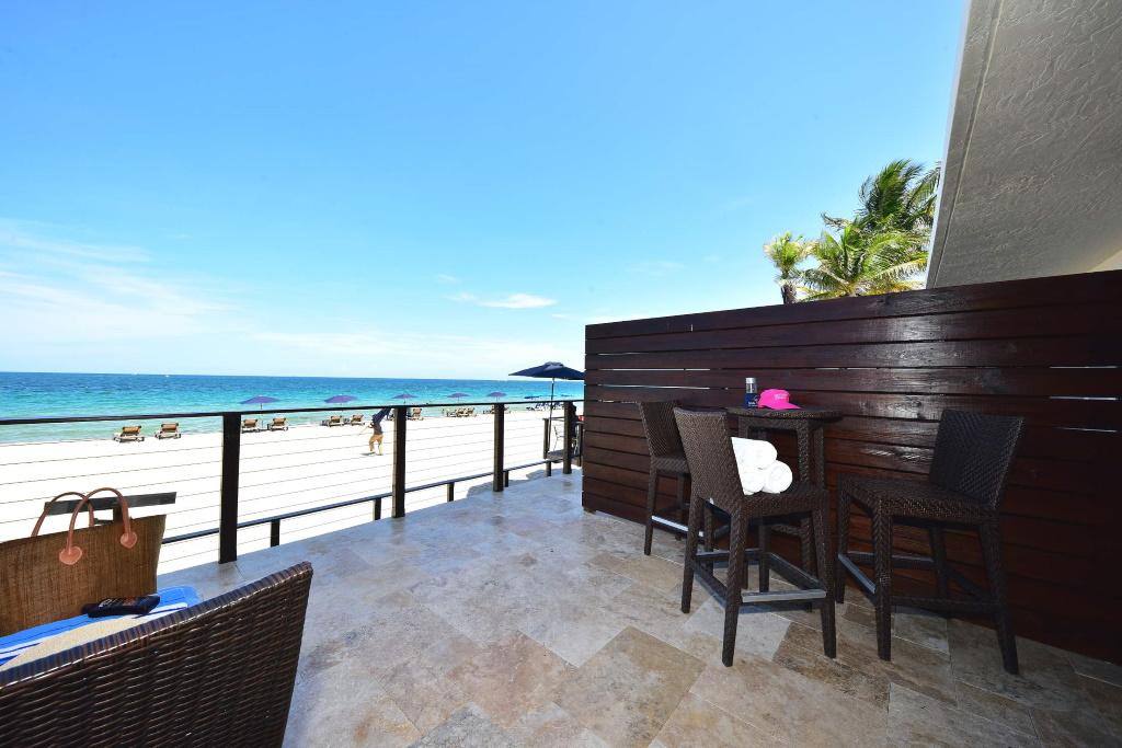 The Lanai of the Oceanfront Junior Suite