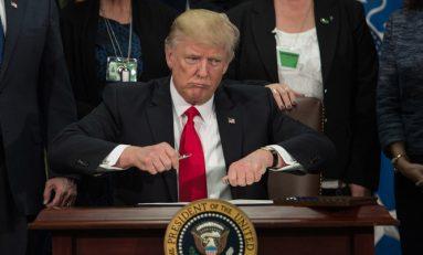 """Impuesto de 20% a importaciones de México """"para pagar muro"""": Trump"""