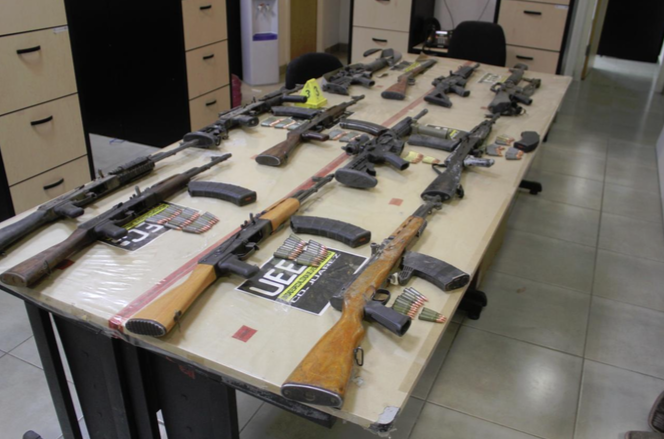 "Decomisan ""arsenal"": cuernos, rifles y mil balas en Juárez"
