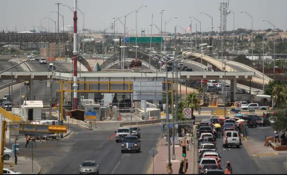 Autoridades anuncian otro mes de restricción de cruce terrestre de México a Estados Unidos