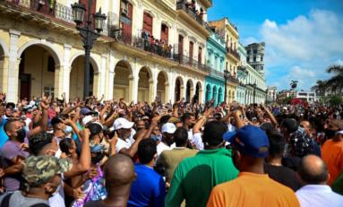 Salen cubanos a protestar contra la falta de libertad y el empeoramiento de la situación económica