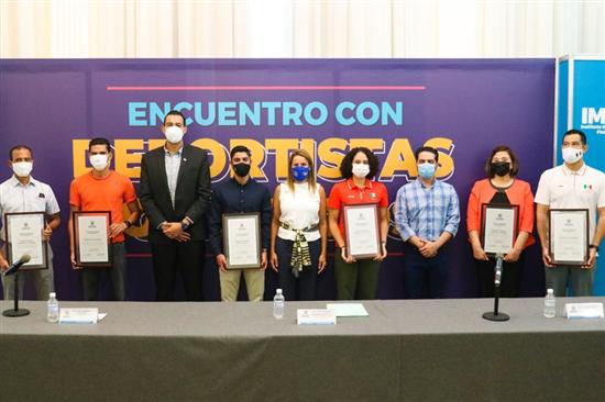 Encabeza Alcaldesa entrega de reconocimientos a atletas olímpicos