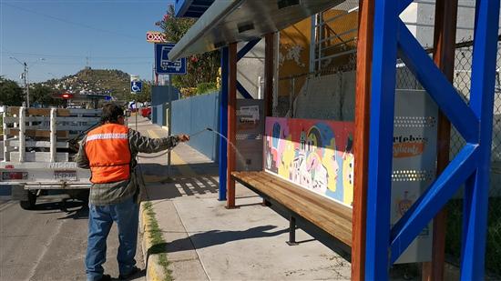 Trabaja Gobierno Municipal en desinfección de parabuses en la ciudad