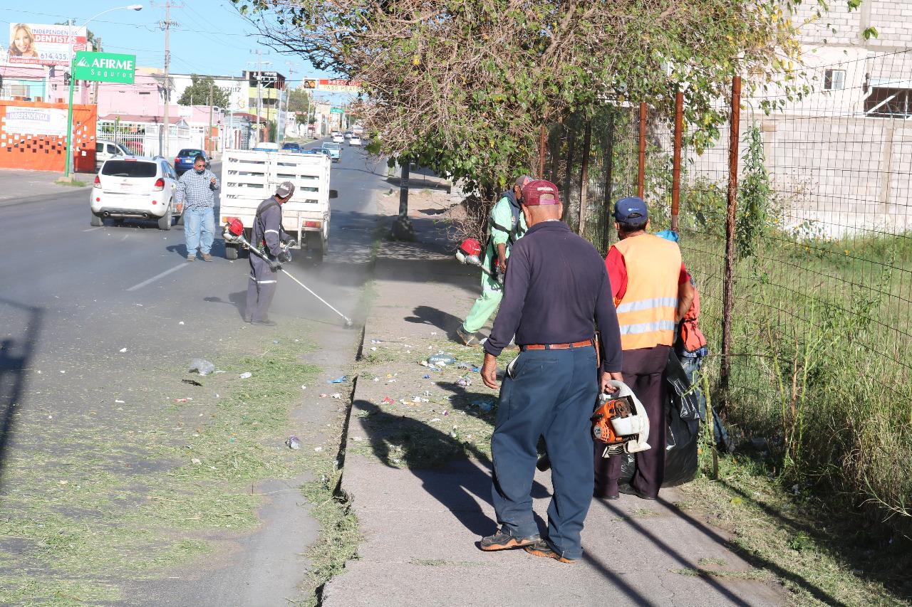 Trabaja Gobierno Municipal en limpieza de avenidas principales con volantas y barredoras