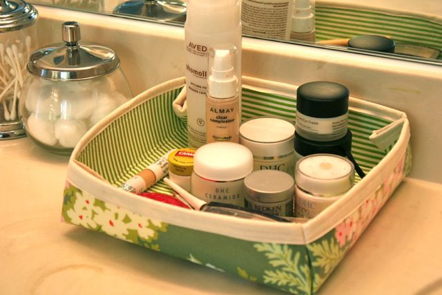 sew a makeup tray from laminated cotton