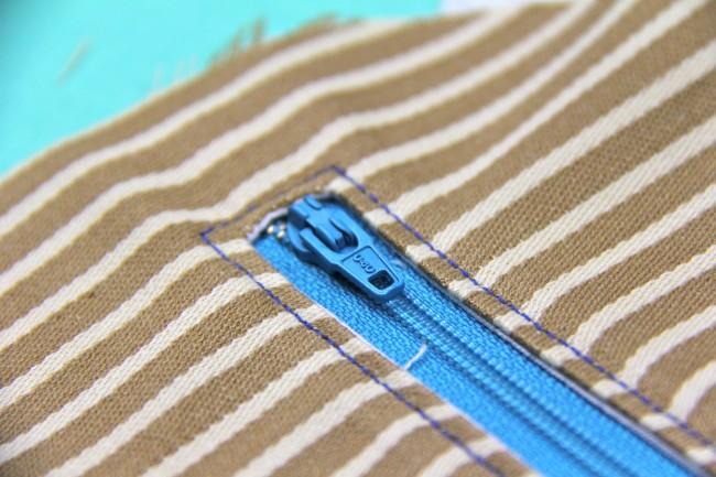 enclosed exposed zipper