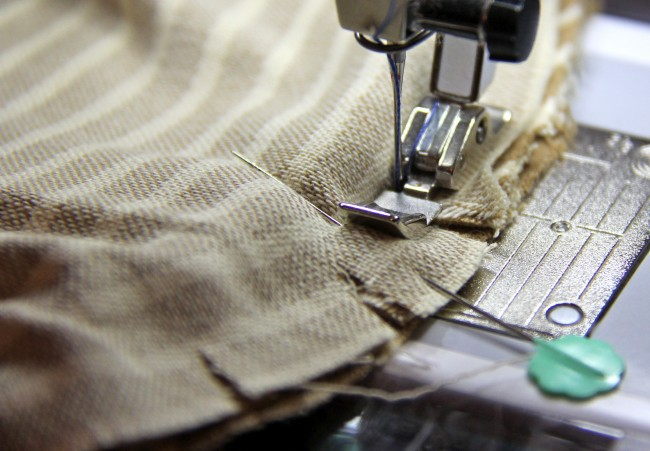 sewing a piped pillow cushion