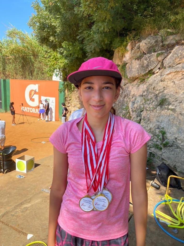 جولي لمع تحتل المرتبة الاولى في بطولة كرة المضرب وتحصد 4 ذهبيات