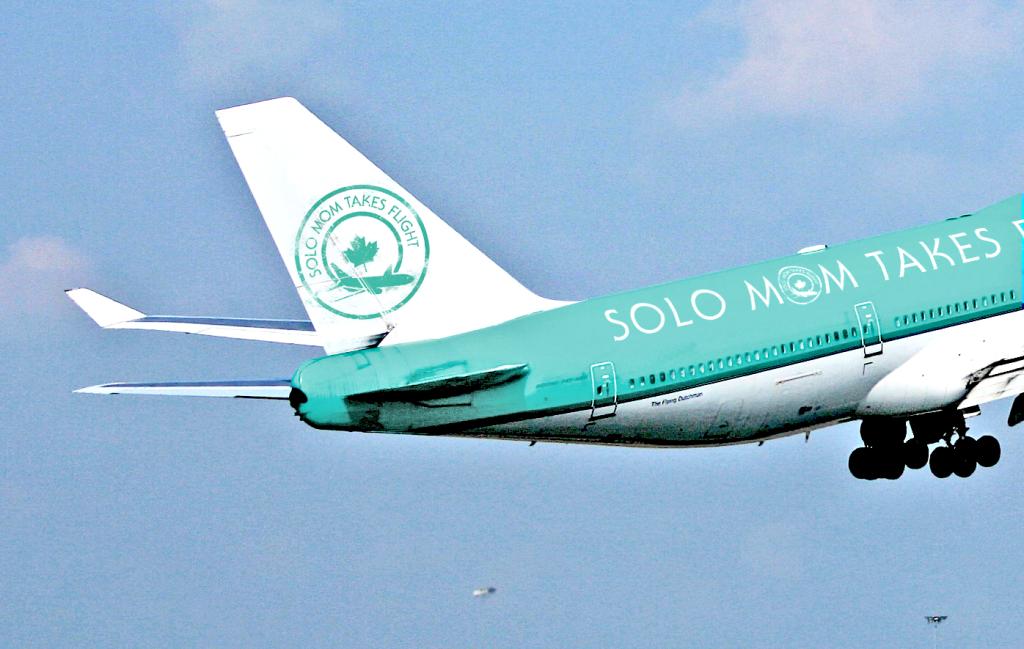 Solo-mom-plane