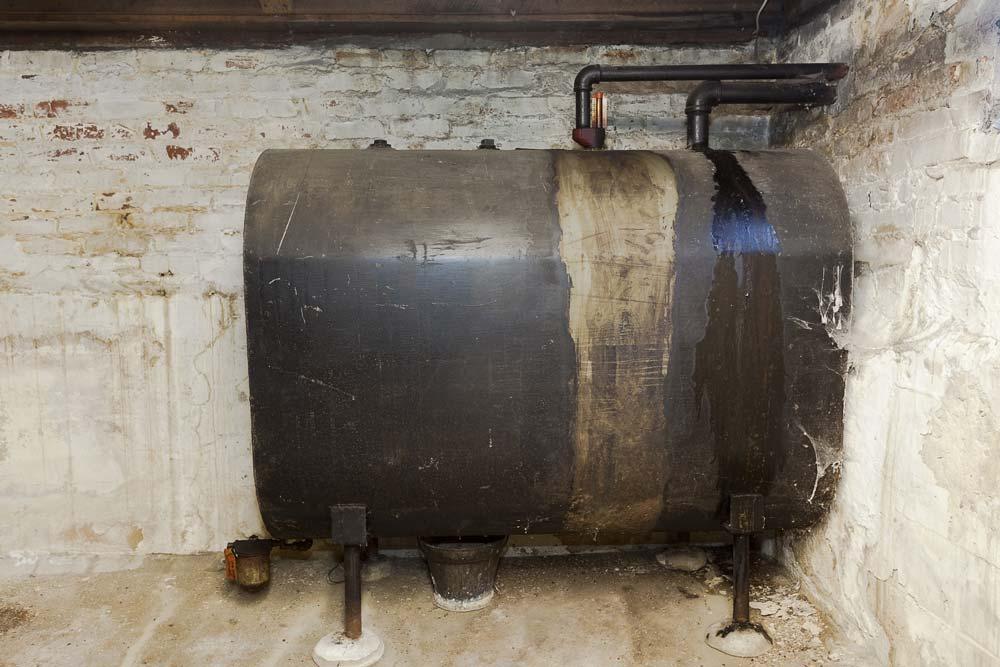 remove oil tank