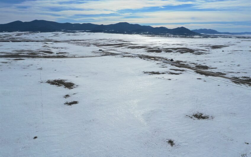 360 Degree Mountain Views on this Outdoor Oasis!