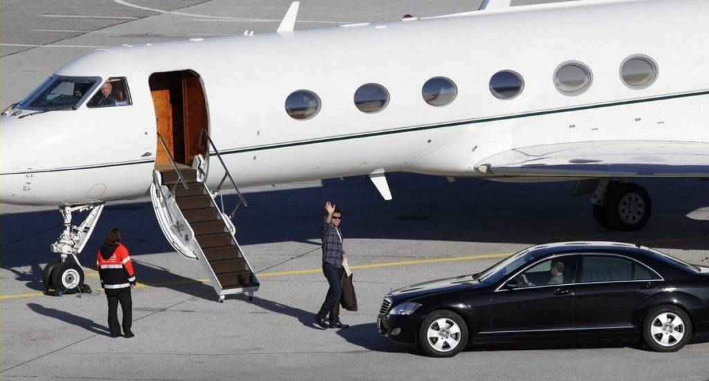 Tom Cruise Private Jet Exterior view