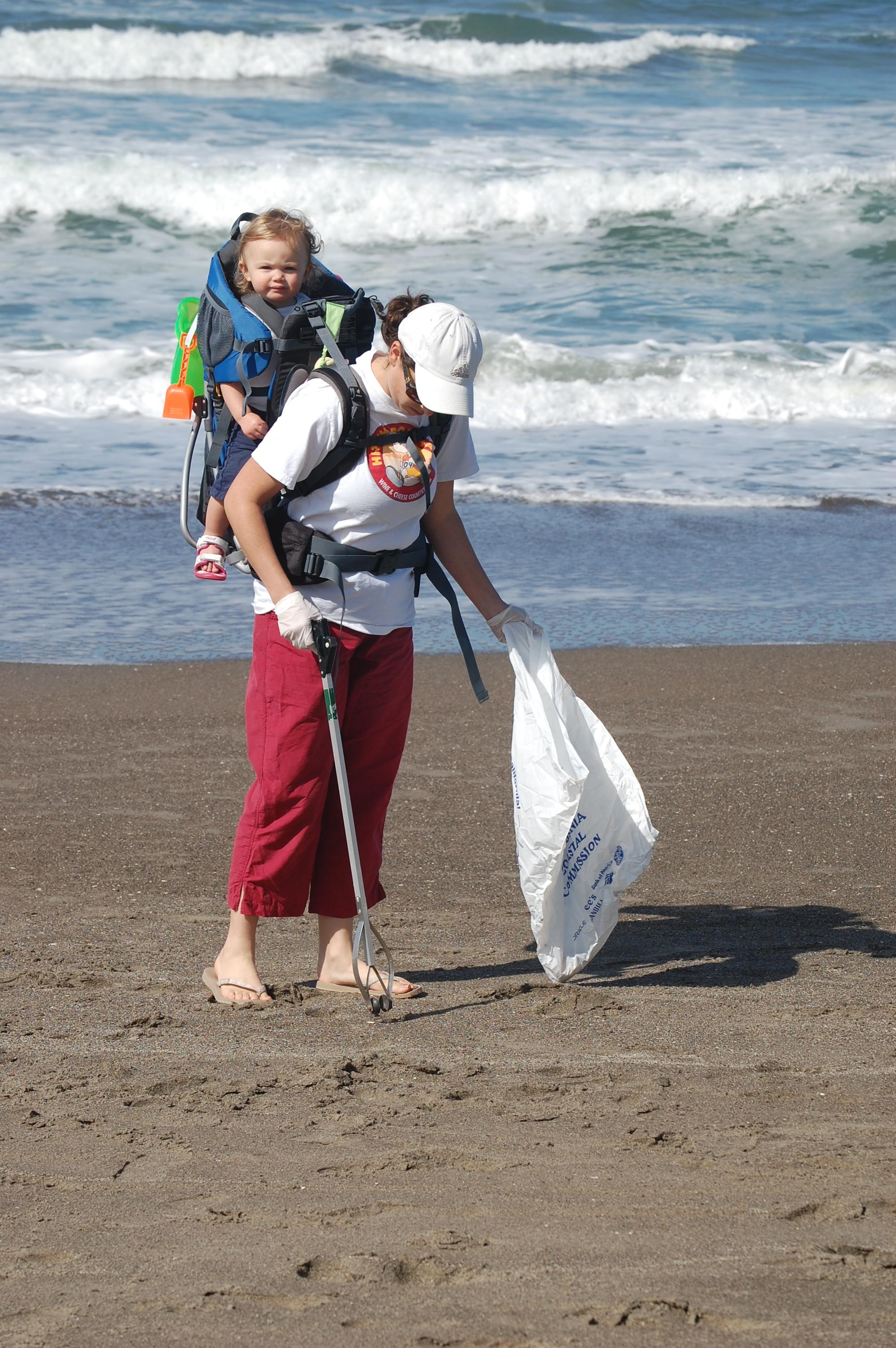 04-24-10 CDA Beach Clenup 088