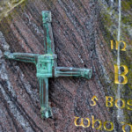 1200px-Brigid's-cross-on-a-headstone-in-Tipperary