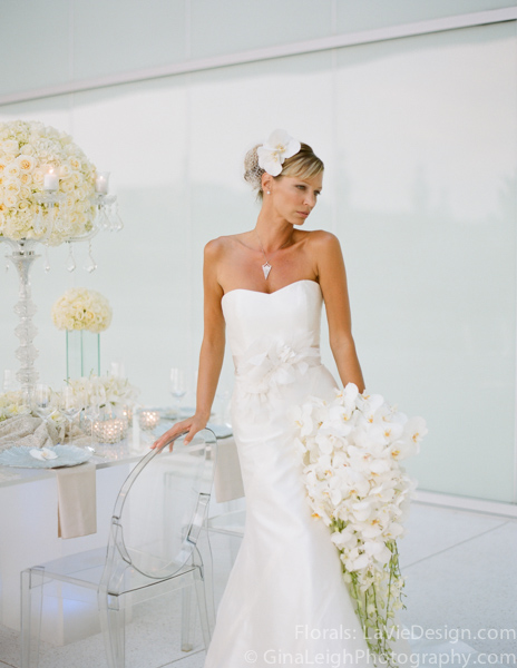 la-vie-en-rose-tampa-bay-wedding-magazine-summer-2011-white-bouquet-orchid-ghost-chair-glass-table-cover-shoot-museum-of-art-florida