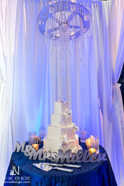 la-vie-en-rose-wedding-cake-table-crystal-chandelier-florida-aquarium-tampa
