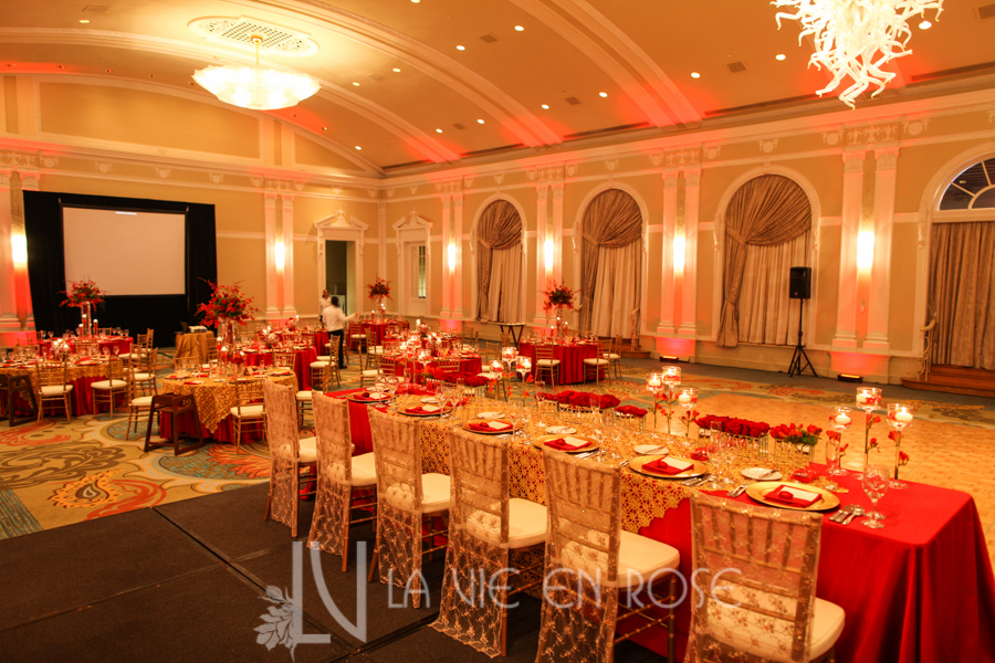 la-vie-en-rose-red-gold-chargers-stage-head-table-guest-chiavari-chair-up-light-vinoy-renaissance-saint-petersburg-resort-and-golf-club-florida