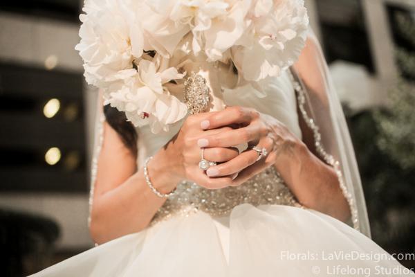 la-vie-en-rose-crystal-brooch-bridal-bouquet-peonies-white-ivory-intercontinental -tampa-florida