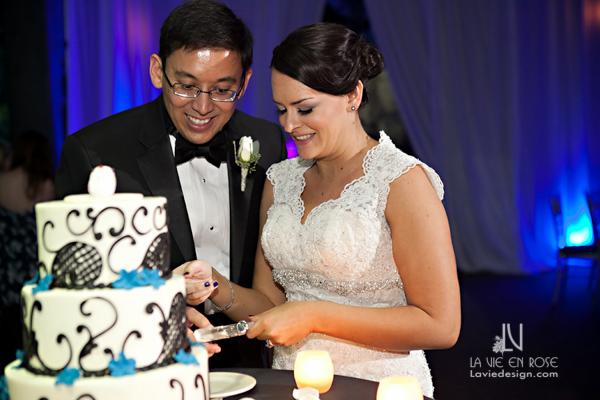 la-vie-en-rose-wedding-cake-table-bride-groom-florida-aquarium-tampa-