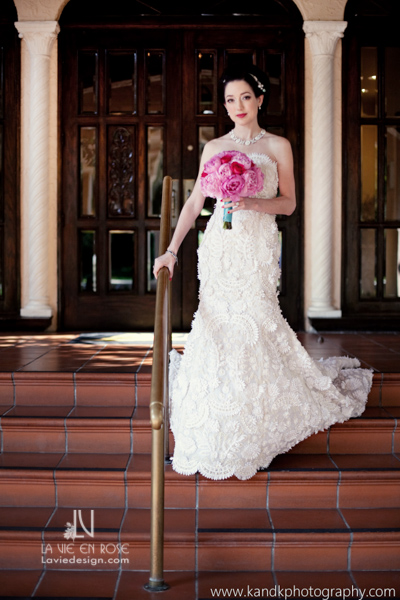 la-vie-en-rose-wedding-dress-bridal-bouquet-red-roses-pink-peonies-avila-golf-and-country-club-tampa-florida