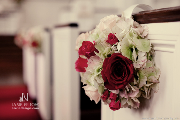 la-vie-en-rose-pew-arrangment-white-hydrangea-red-roses-church-tampa-florida