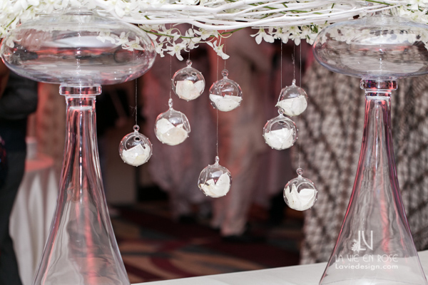 la-vie-en-rose-reception-hanging-globes-LED-glass-vase-white-pink-hilton-downtown-tampa-florida