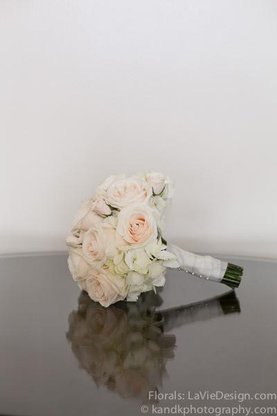 la-vie-en-rose-wedding-bridal-bouquet-ivory-flower-museum-of-art-tampa-florida