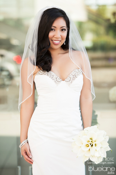 la-vie-en-rose-wedding-bride-calla-lily-bouquet-bride-white