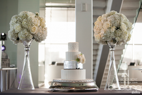 la-vie-en-rose-wedding-reception-cake-white-hydrangea-tampa-museum-of-fine-arts-florida