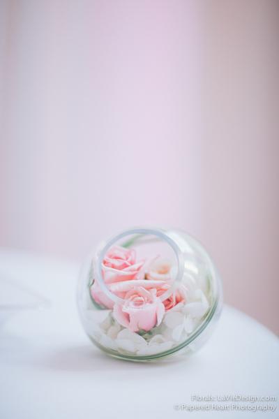 la-vie-en-rose-wedding-cocktail-hour-glass-orb-vase-the-vault-downtown-tampa-florida