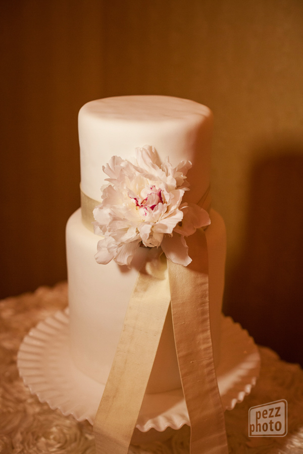 la-vie-en-rose-wedding-reception-cake-decor-flowers-peony-overlay-white-the-tampa-club