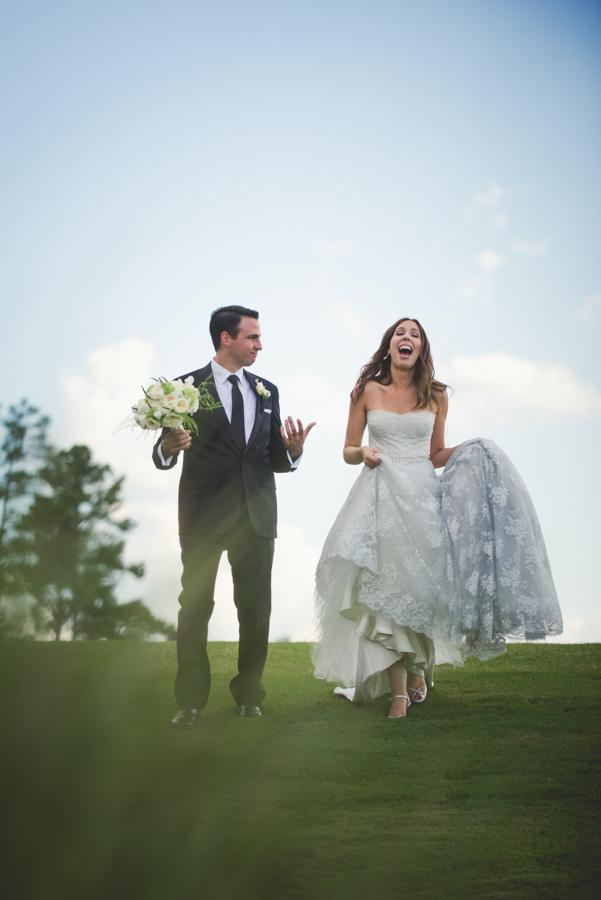 la-vie-en-rose-wedding-reception-ceremony-photoshoot-bride-and-groom-bridal-bouquet-wedding-dress-nature-outdoor-scene-elegant-romantic-love-happily-ever-after-waldorf-astoria