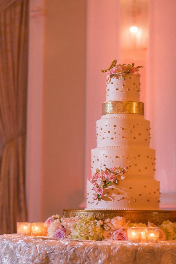 la-vie-en-rose-tampa-bay-saint-petersburg-wedding-cake-floral-decor-peonies-garden-roses-romantic-elegant-the-vinoy